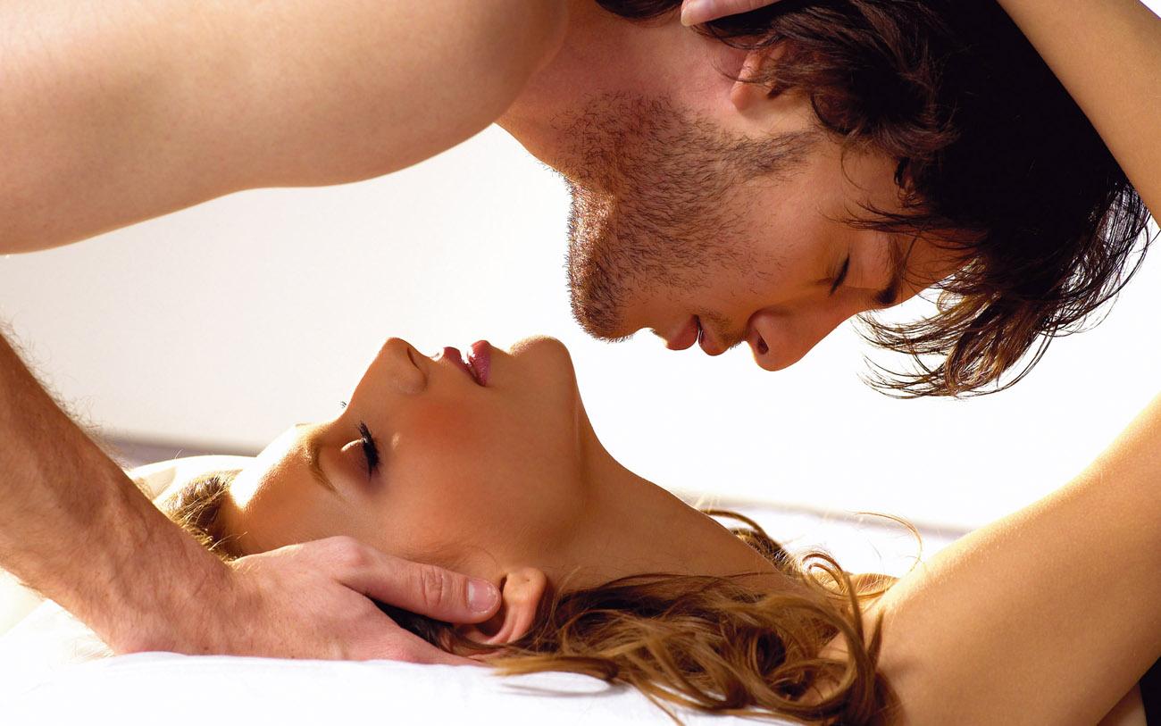 Фото романтика секс, Нежный секс романтичной парочки в спальне порно фото 24 фотография